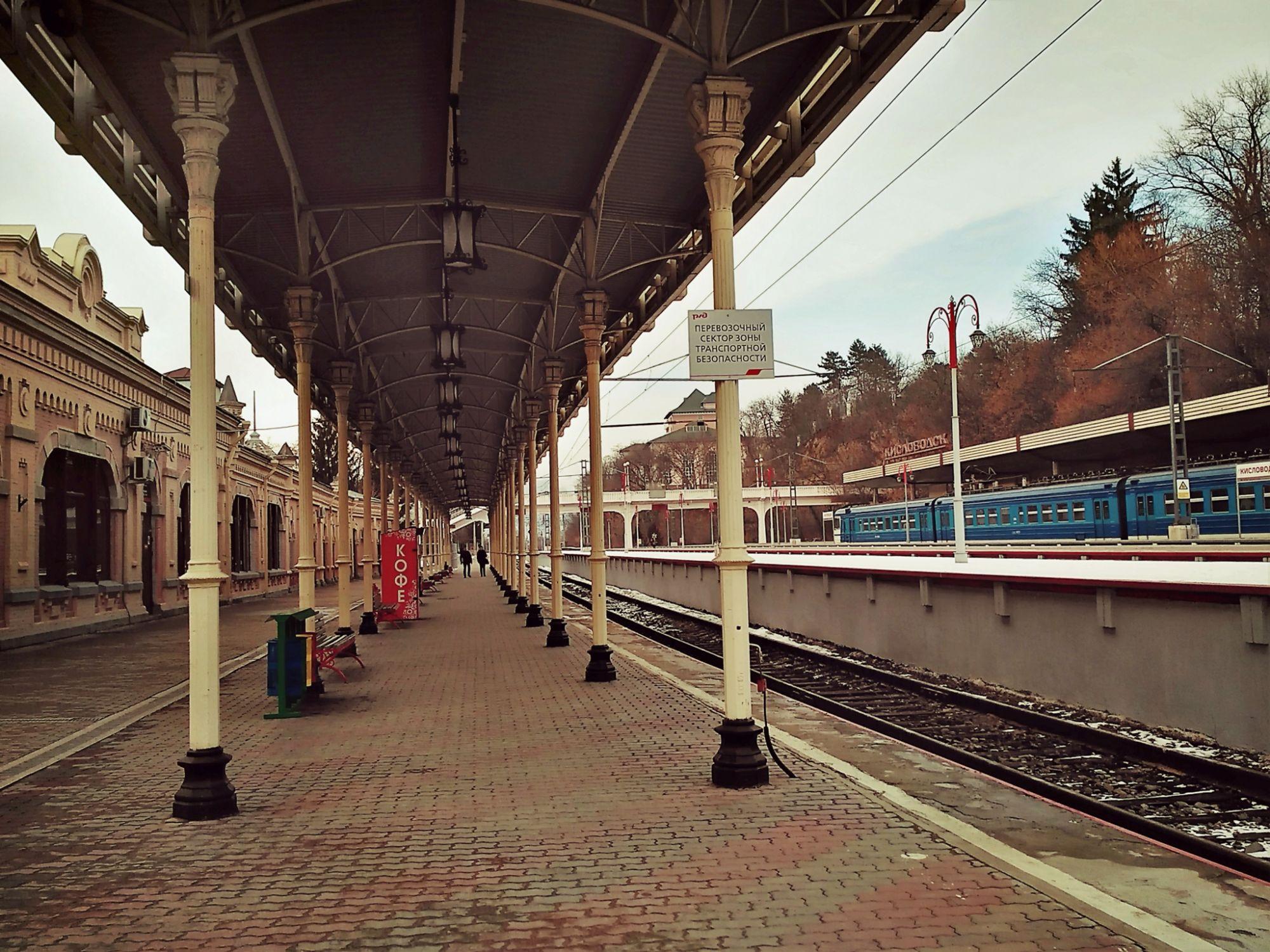 картинки на тему вокзал поезд перрон пришла дочери стала